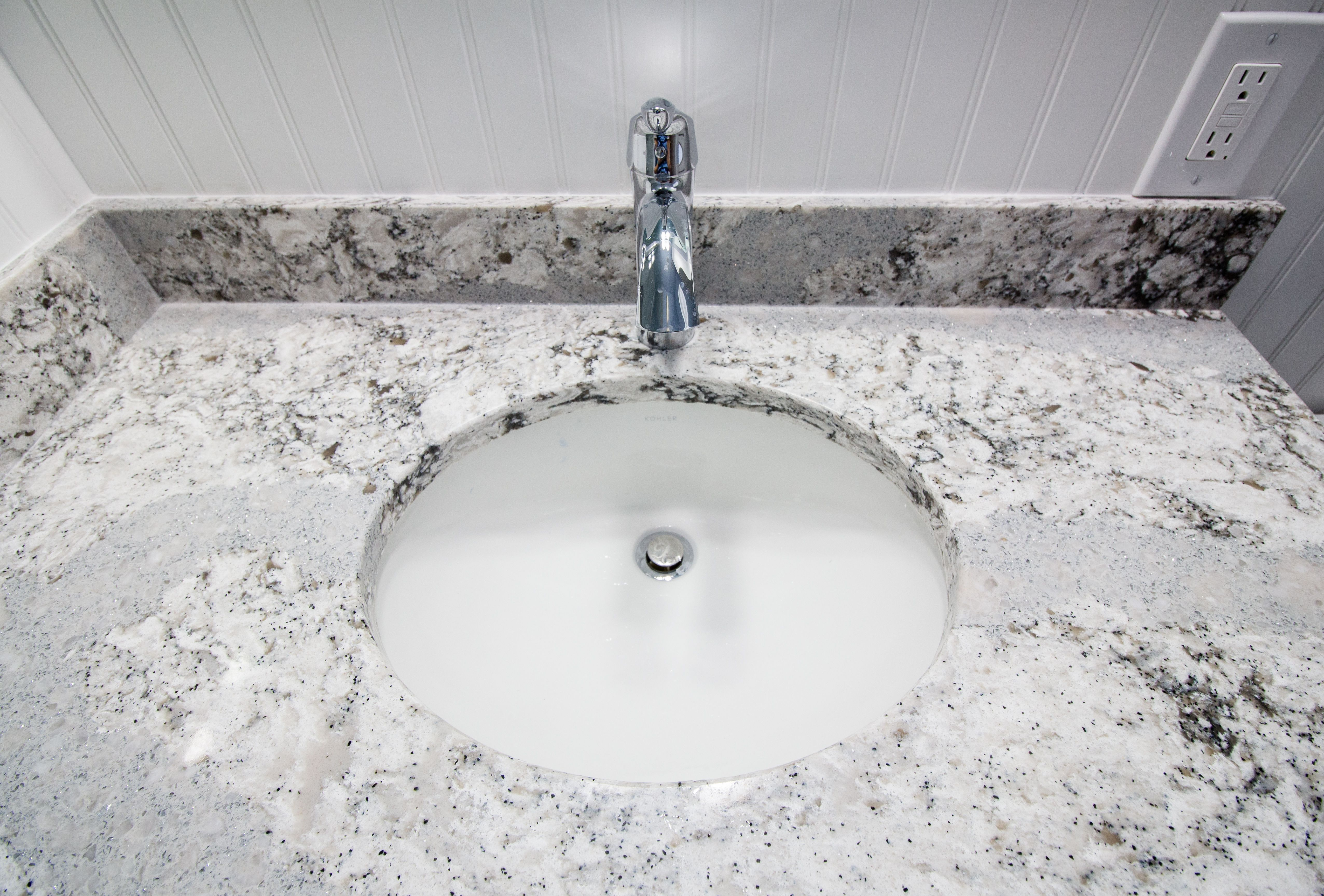 Cambria S Coastal Collection Summerhill Quartz Countertop With