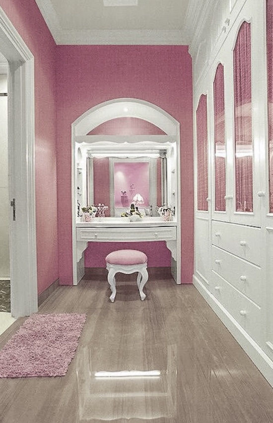 Pink Closet E Dressing Room