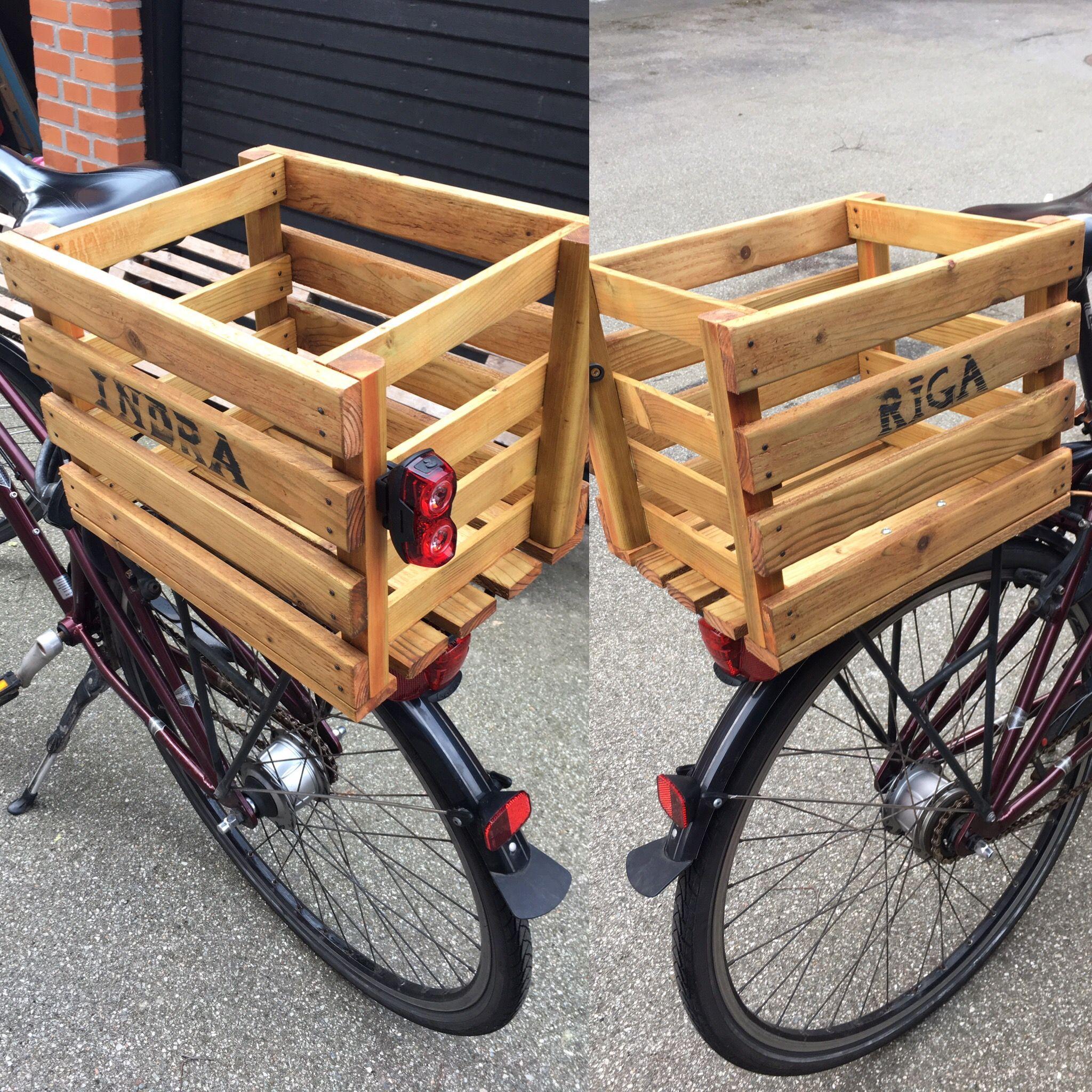 Cykelkassen til Indra blev officielt indviet og monteret. #cykelkasse #indra #riga #dyhrdesign #genbrug #næstengratis