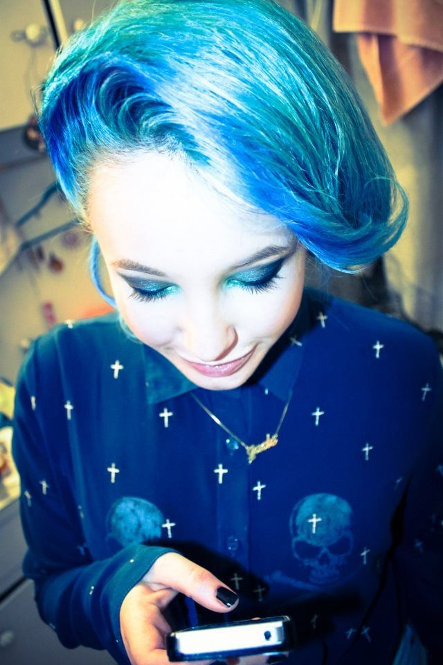 Blue hairdo #blue #hair #bluehair #retro #hairdo #beautiful #pretty