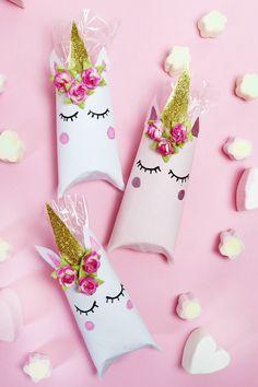 Einhorn schachtel aus klopapierrollen falten diy geschenkverpackung licornes anniversaires - Papier toilette licorne ...