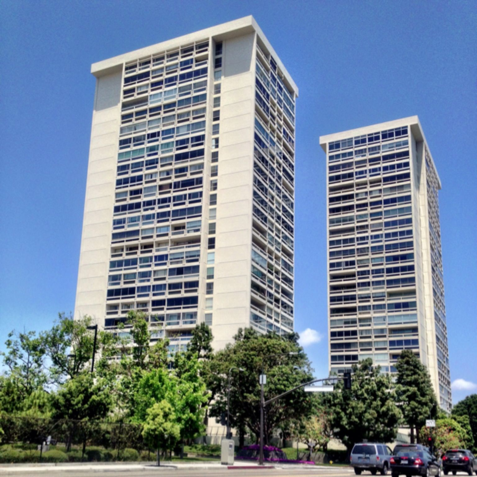 The i m pei century towers one of the first residential for Highrise apartments in los angeles