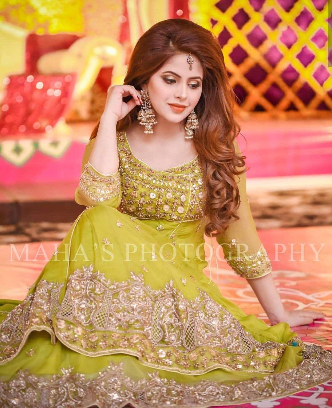 Girl Pakistani Beautiful Wedding Mehndi Shoot Photography Dresses Pakistani Wedding Dresses Pakistani Wedding Outfits Pakistani Bridal Dresses