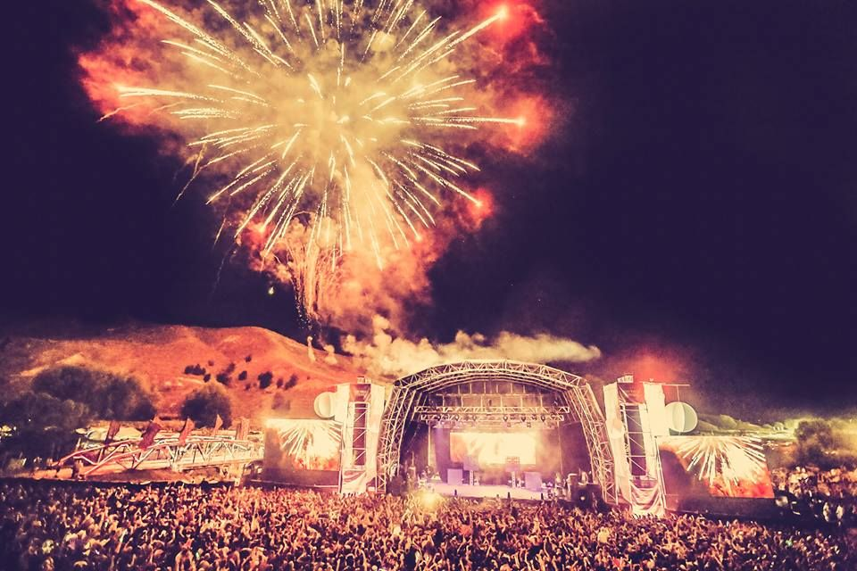 rhythm and vines festival new years in new Zealand