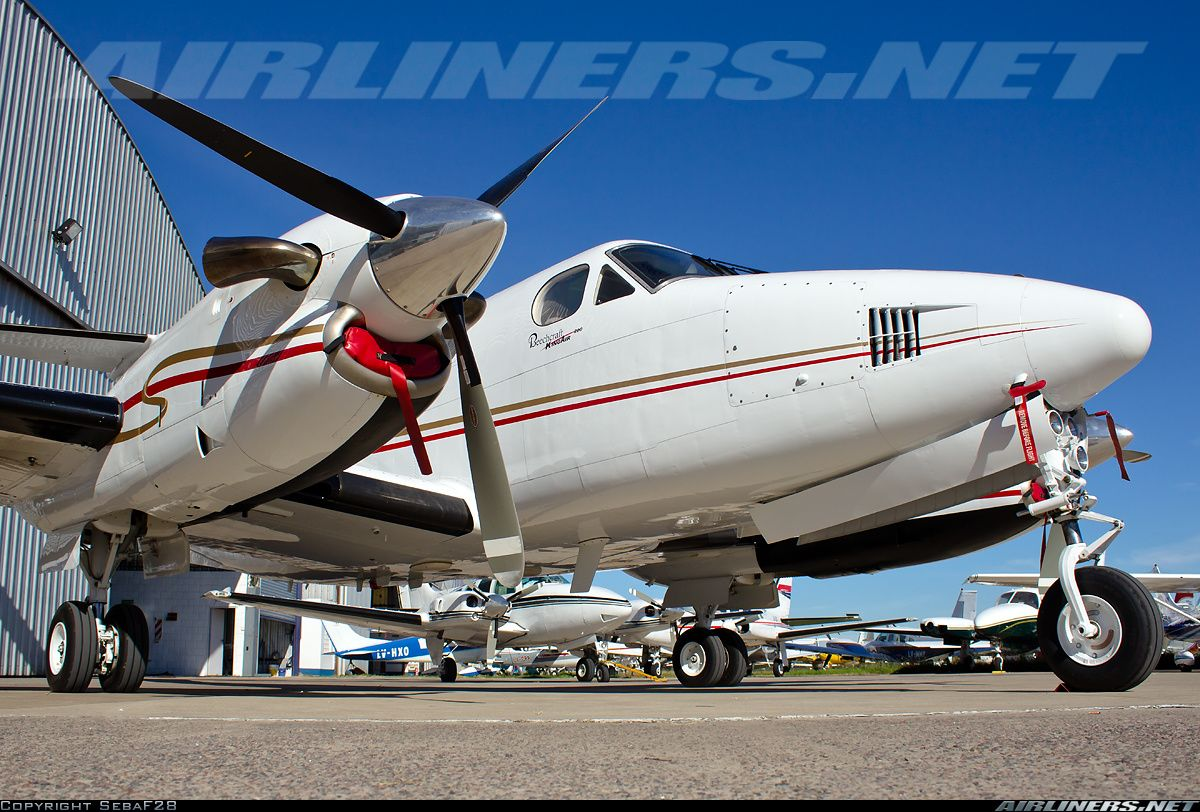 Beech 200 Super King Air aircraft picture Private