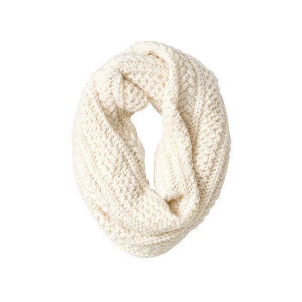 Gap Women:冬コーデもちょっぴり甘い表情になるスヌード ❤ liked on Polyvore featuring accessories, scarves, fillers, accessories - scarves, women and gap scarves