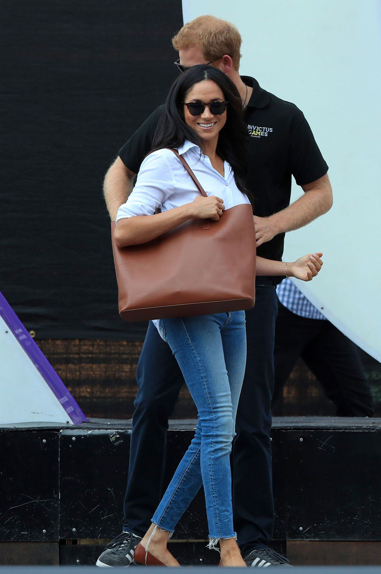 f71547b85 Meghan Markle Carries the Same Chic (and Affordable) Tote as ...