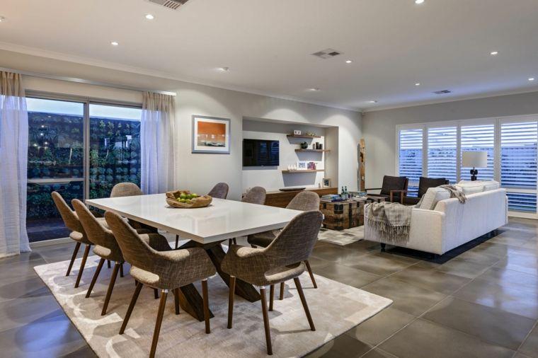 Soluzione open space con tavolo da pranzo con top bianco for Sala da pranzo e salotto insieme