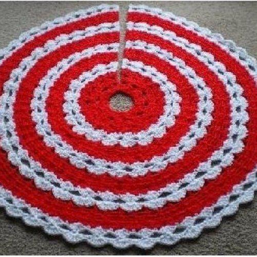 Easy Crochet Christmas Tree Skirt: Crochet Pattern Christmas Tree Skirt