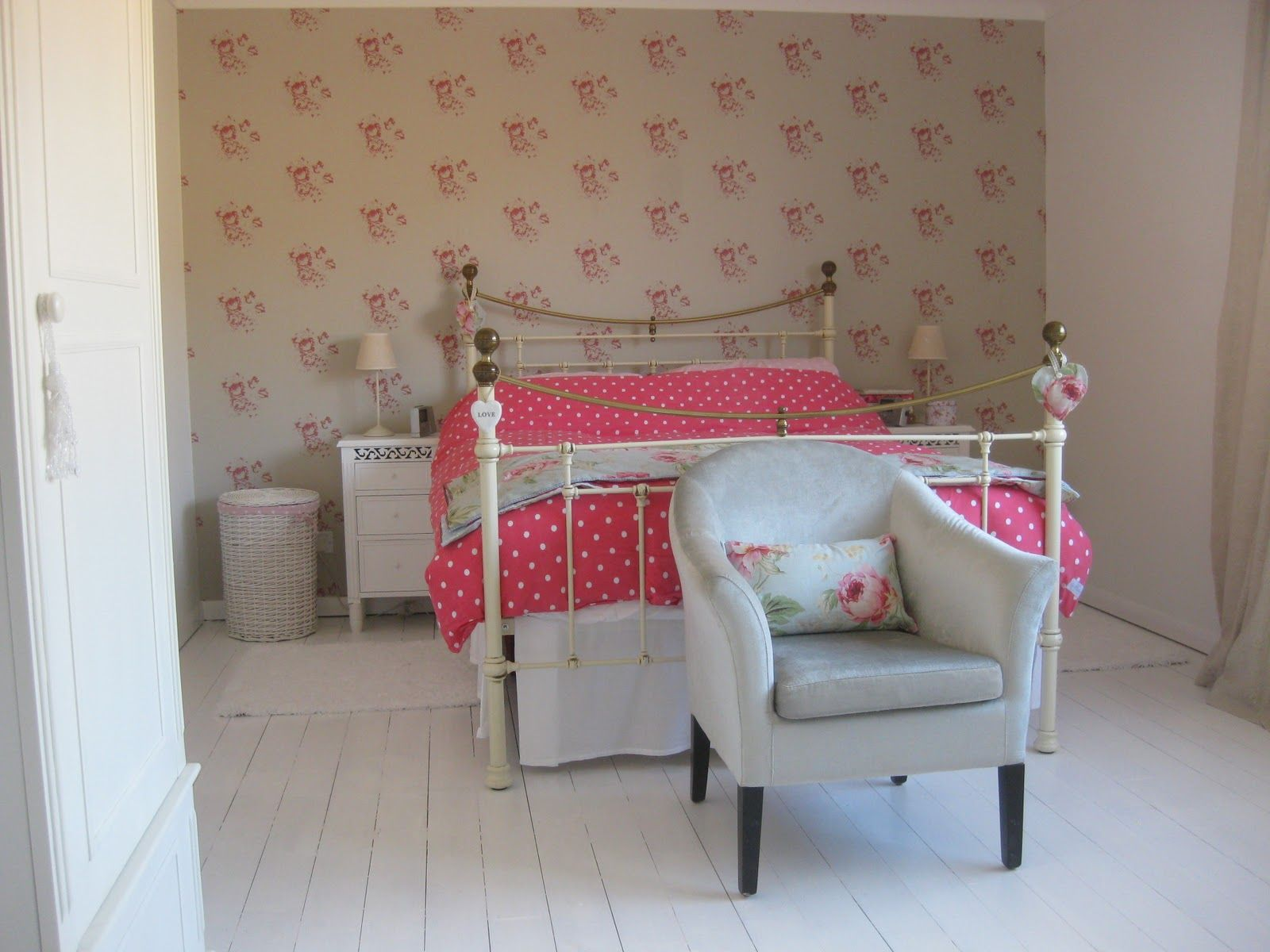 Cath kidston wallpaper bedroom my cath kidston spotty for Cath kidston style bedroom ideas