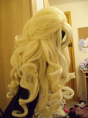 DoKi DoKi Cosplay  How to brush a curly wig Styling hime lolita wig ... 3734b4b344e9