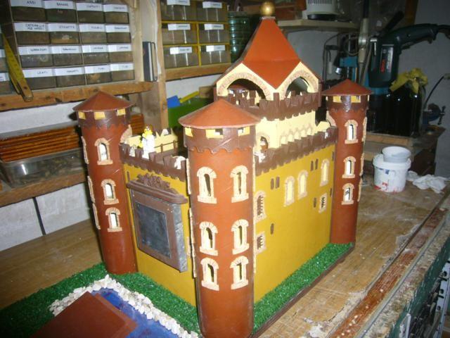 Castello costruito per i niei nipotini, compatibile con omini Lego