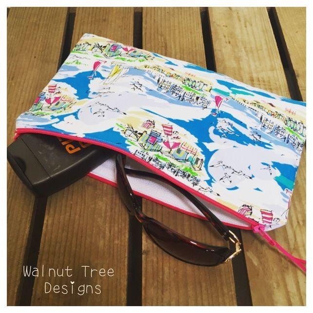 Seaside Travel Zipped Bag