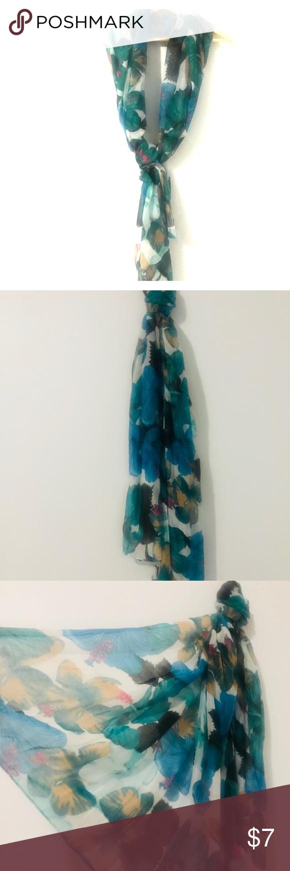 sold🛑 West loop floral scarf NWT Floral scarf, Floral