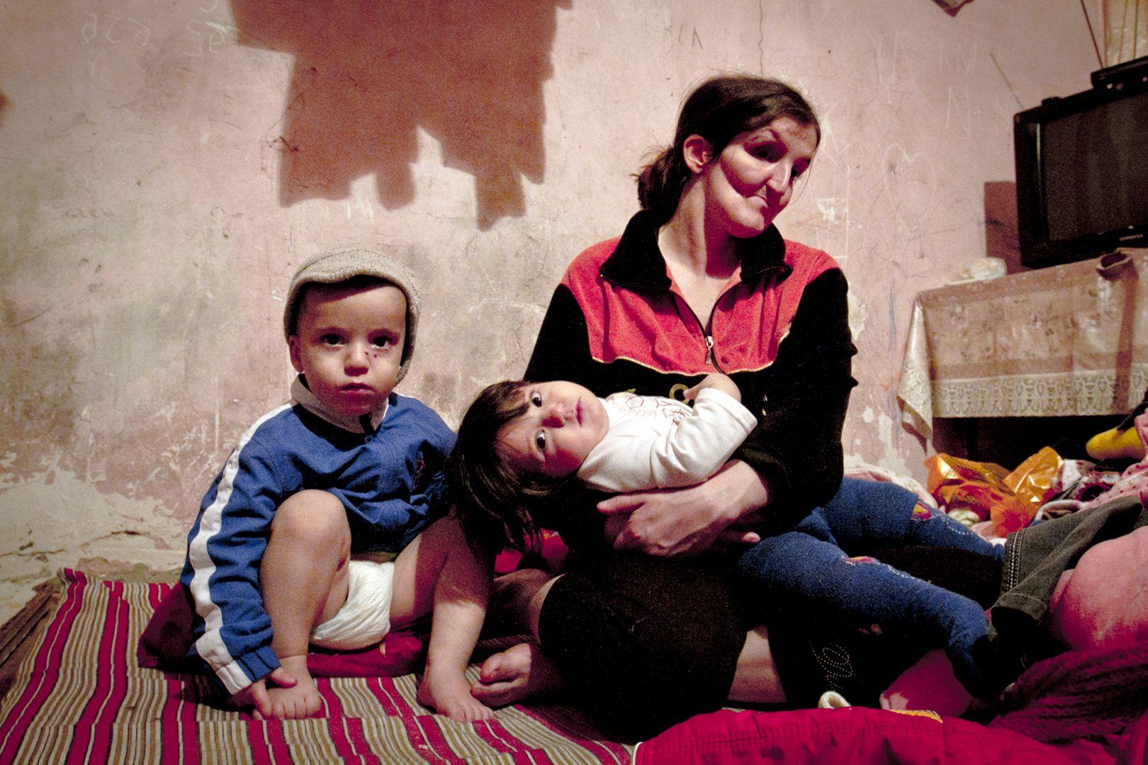 Xocali Faciəsi 19 Ayliq əsirlik Və Parklarda Kecən Omur Couple Photos Photo Scenes