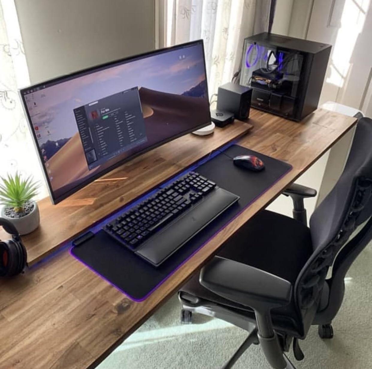 Not My Setup Whats The Desk Called Computer Desk Setup Gaming Desk Setup Best Ergonomic Office Chair