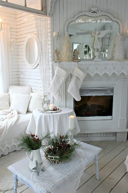 Aiken House & Gardens: Белый Ботхаус Рождество