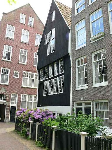 'Het Houten Huys' is the oldest house of Amsterdam. It's located on the Begijnhof and dates from around 1528. #greetingsfromnl