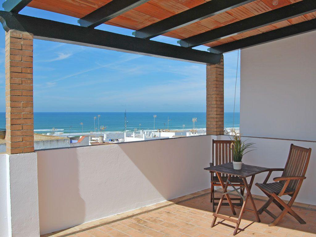 Estudio con terraza vista mar a 3 minutos de la playa. Ideal para una pareja. Todo un lujo a tu alcance.  http://www.masapartamentosconil.es/property/estudio-2-personas-conil/