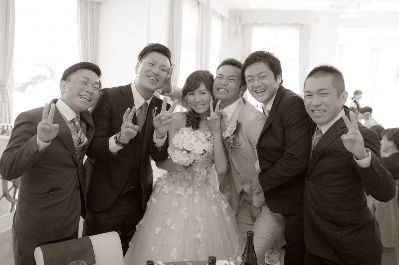 俺の嫁に近づくな!でも、祝ってもらって嬉しさが溢れてます。 ウェディングフォト ブライダルフォト Paseo Bridal http://www.onuki.tv/bridal