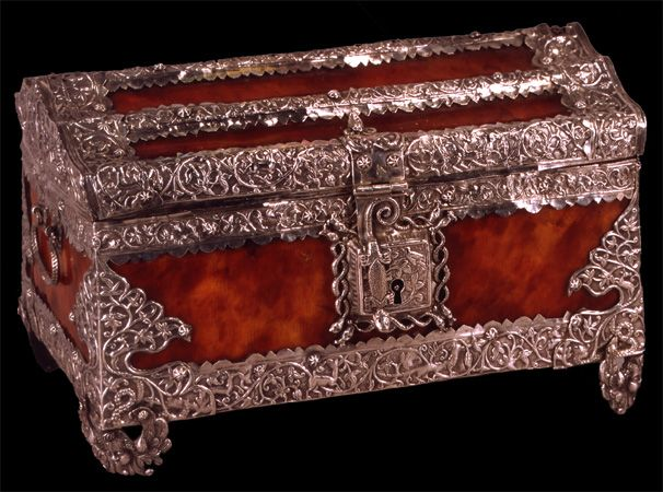 Mobiliindiani ~ Casket late 16th century. small caskets were frequently used to