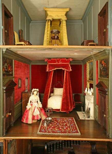 The Red Velvet Bedroom. ©National Trust Images/Robert Thrift