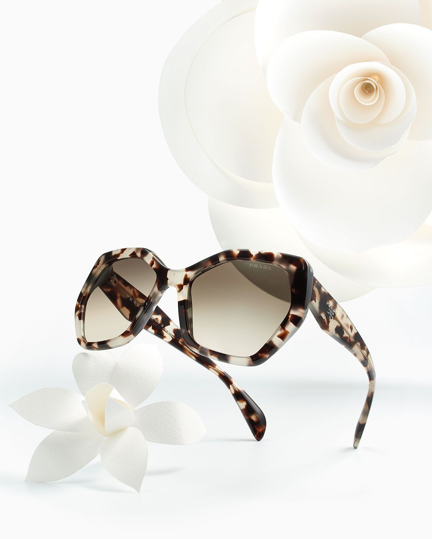 9865999bd Prada hexagonal é tendência ♥♥ #love #prada #sunglasses #solar #modasolar # oculos #sol #escuros #lançamento #pradaeyewear #estampado #onça #flower  #flor # ...