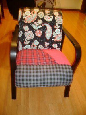 Faz tempo renovei essa cadeira, era branca. Decora a casa da minha filha,mas já esta precisando de uma repaginada de novo.