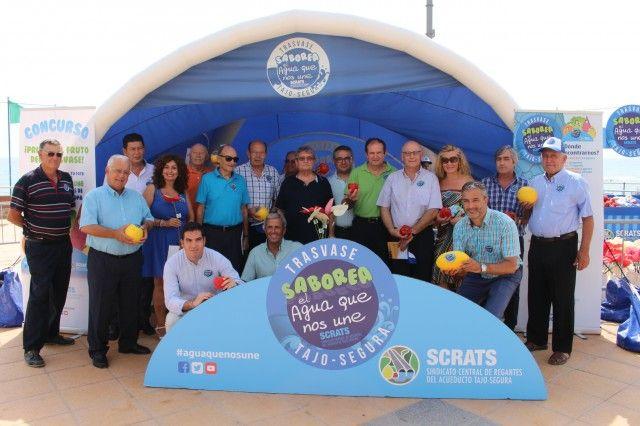 La campaña 'Saborea el agua que nos une' en defensa del trasvase llega a la Torre de la Horadada (Alicante)