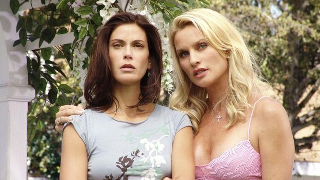 Desperate Housewives: Susan and Edie, frenemies