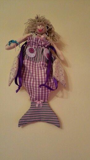 Bambolina nel pesciolino