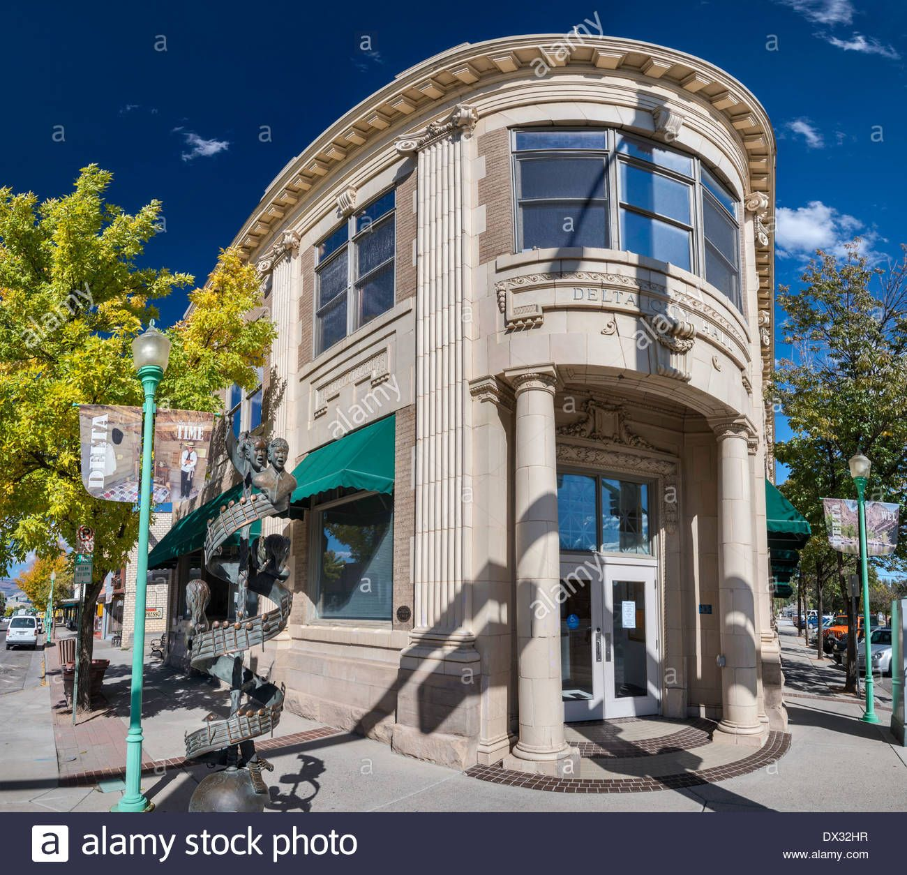Download this stock image: Delta City Hall, sculpture by Tracy Y Munson on left, Main Street in Delta, Colorado, USA - DX32HR from Alamy's library of millions of high resolution stock photos, illustrations and vectors.