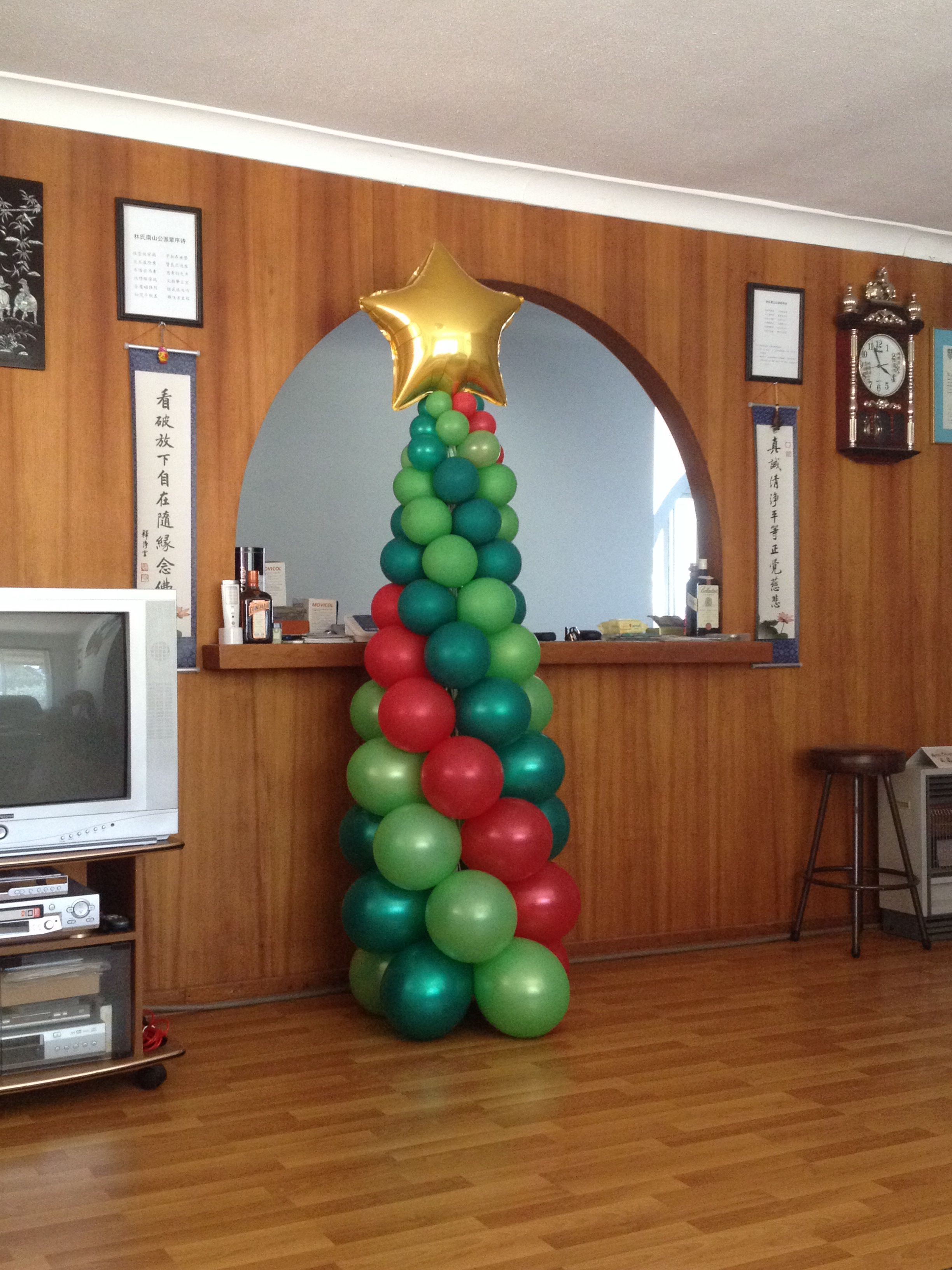Christmas Tree Sculpture Brightens Up An Otherwise Ordinary Room
