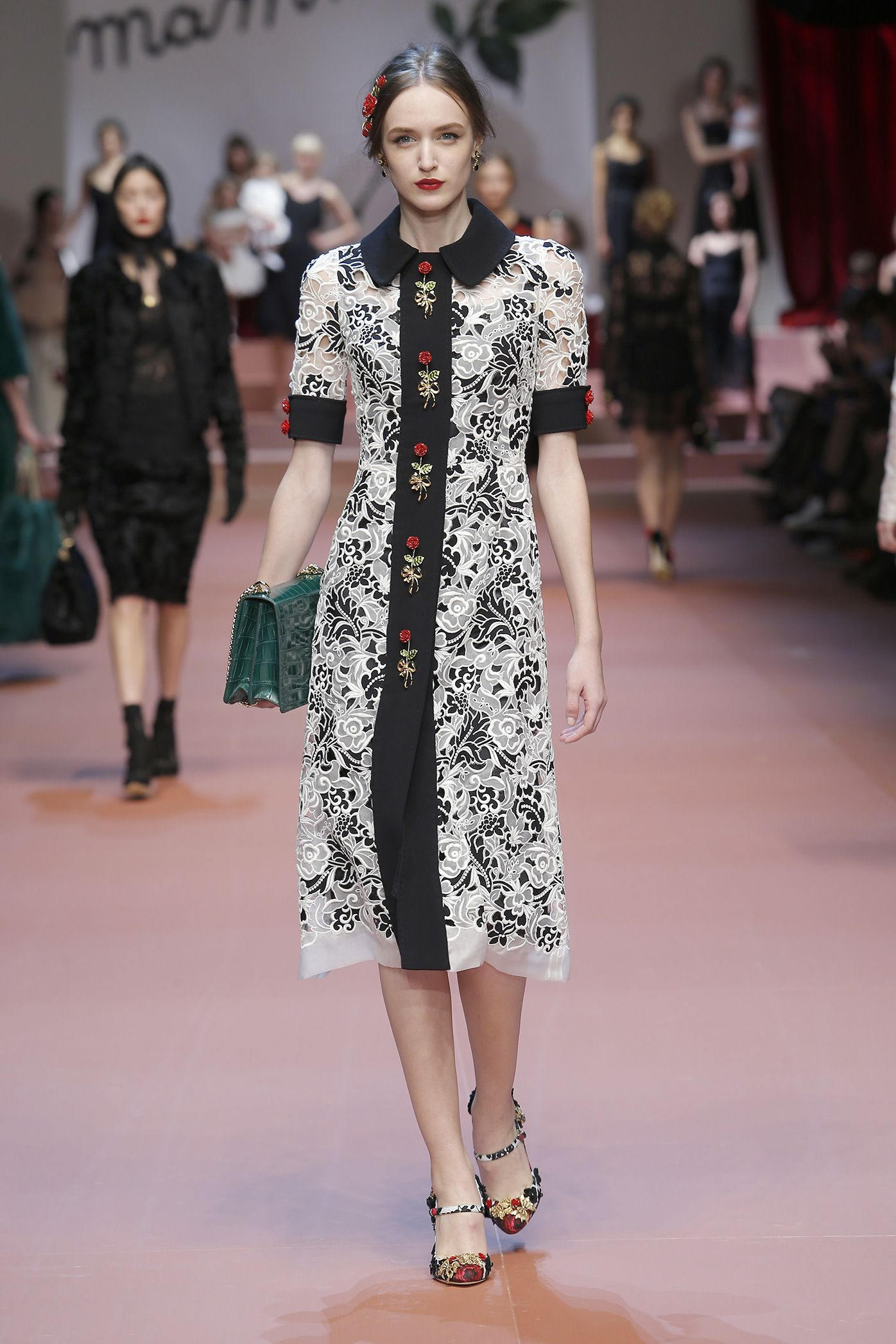dolce-and-gabbana-winter-2016-women-fashion-show-runway-13