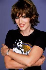 Star Trek Cast Photo Winona Ryder Short Wavy Hair Short Hair Styles Layered Hair