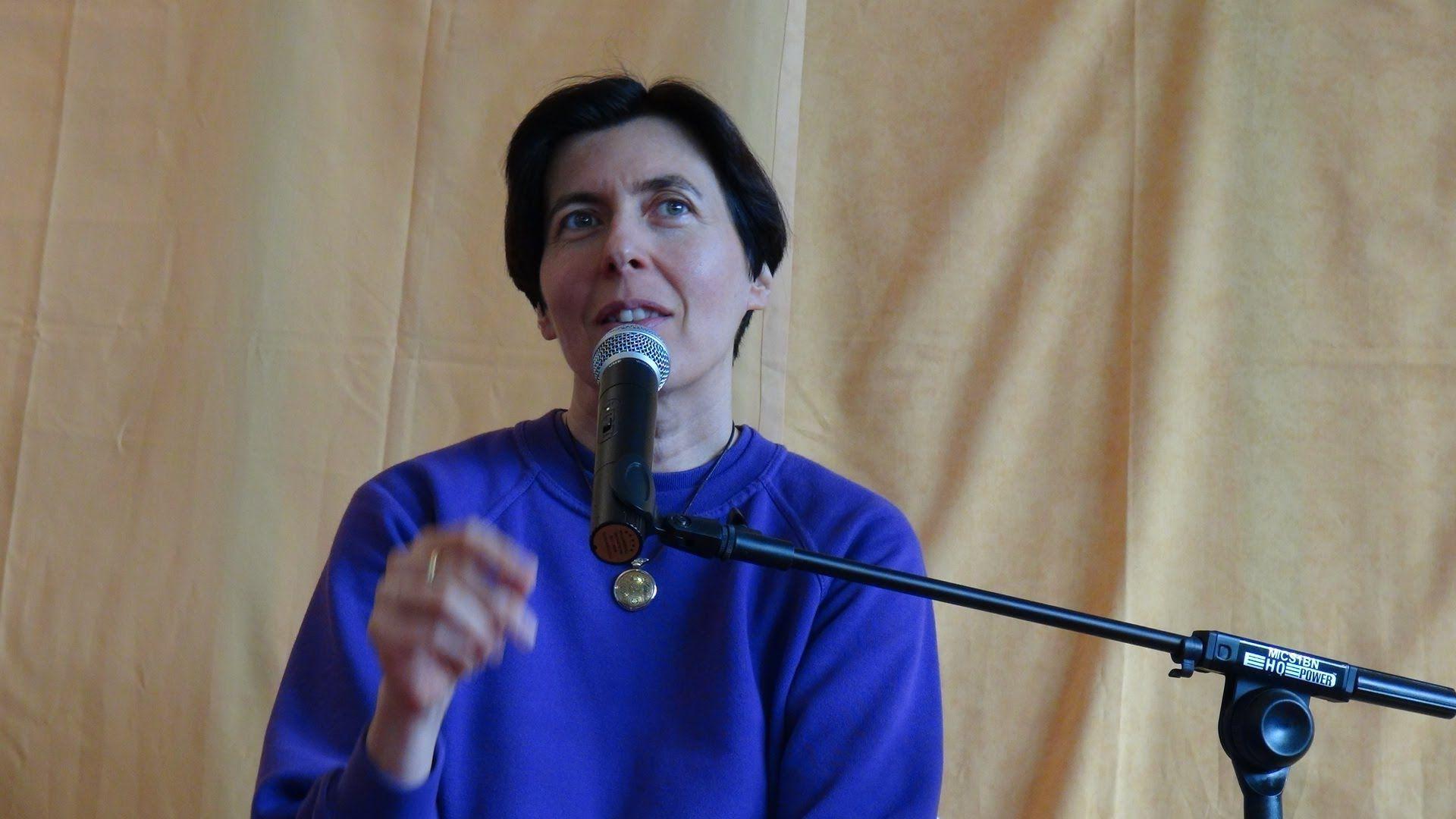 Communication non violente :  Isabelle Padovani sur les subtilités de l'empathie.  Dans cette intervention drôle et passionnante, Isabelle Padovani donne des clés pour bien utiliser la technique de CNV appelée « OSBD ».