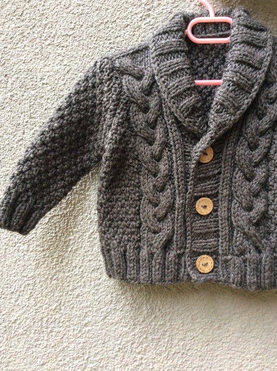 Photo of Grau gestrickte Baby Cardigan, Baby Boy Kabel Pullover, Hand stricken Wintermantel, kommen nach Hause Outfit, Baby Strickwaren, Geburtstagsgeschenk, Foto Prop Mantel