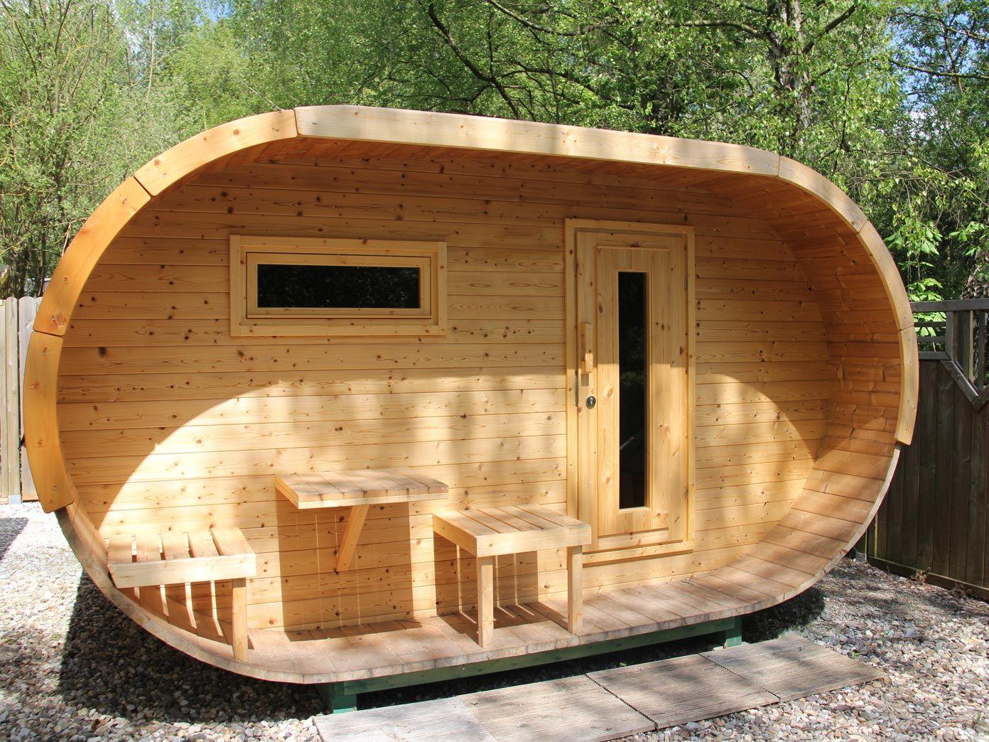 nicht nur optisch ein highlight das ovale saunahaus aus. Black Bedroom Furniture Sets. Home Design Ideas