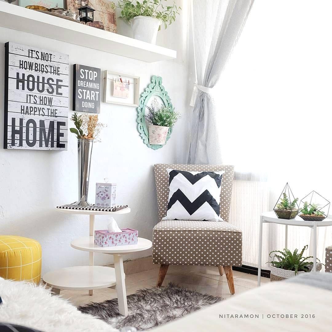 Desain Interior Ruang Tamu Minimalis Kecil Dengan Hiasan Bantal Lucu