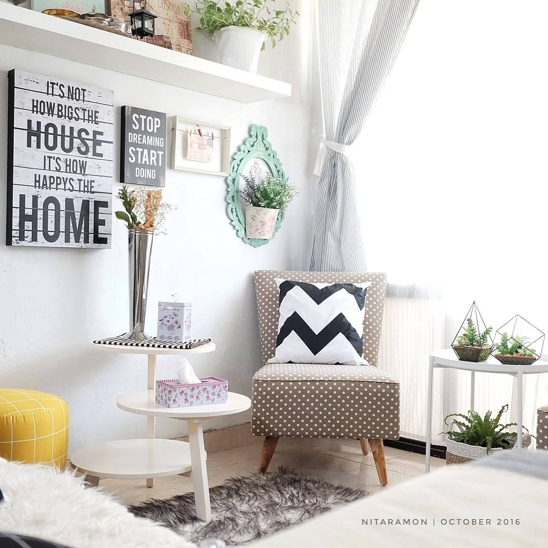 Desain interior ruang tamu minimalis kecil dengan hiasan bantal lucu projekty salonow pomys  also rh pl pinterest