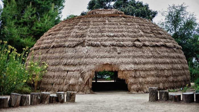 What Type Of Shelter Did The Chumash Indians Live In