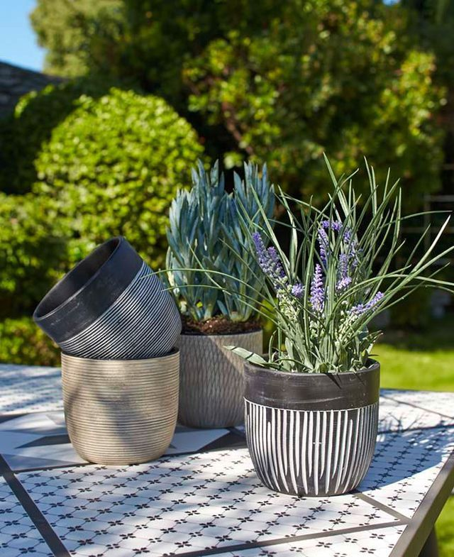 jardini re pot de fleurs pour terrasse ou balcon tr s d co cuite pots et terre. Black Bedroom Furniture Sets. Home Design Ideas