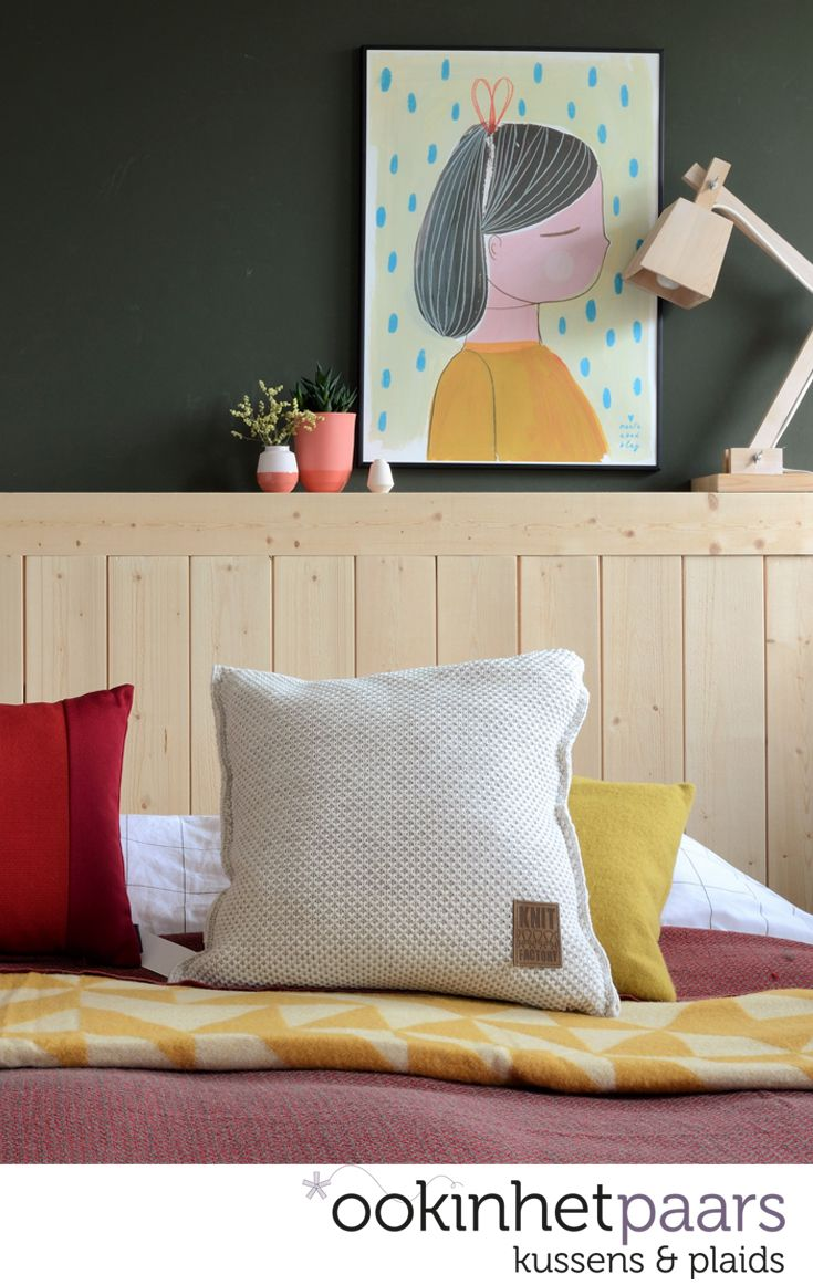 Detail van een kleurrijke slaapkamer. Kleed je slaapkamer gezellig ...