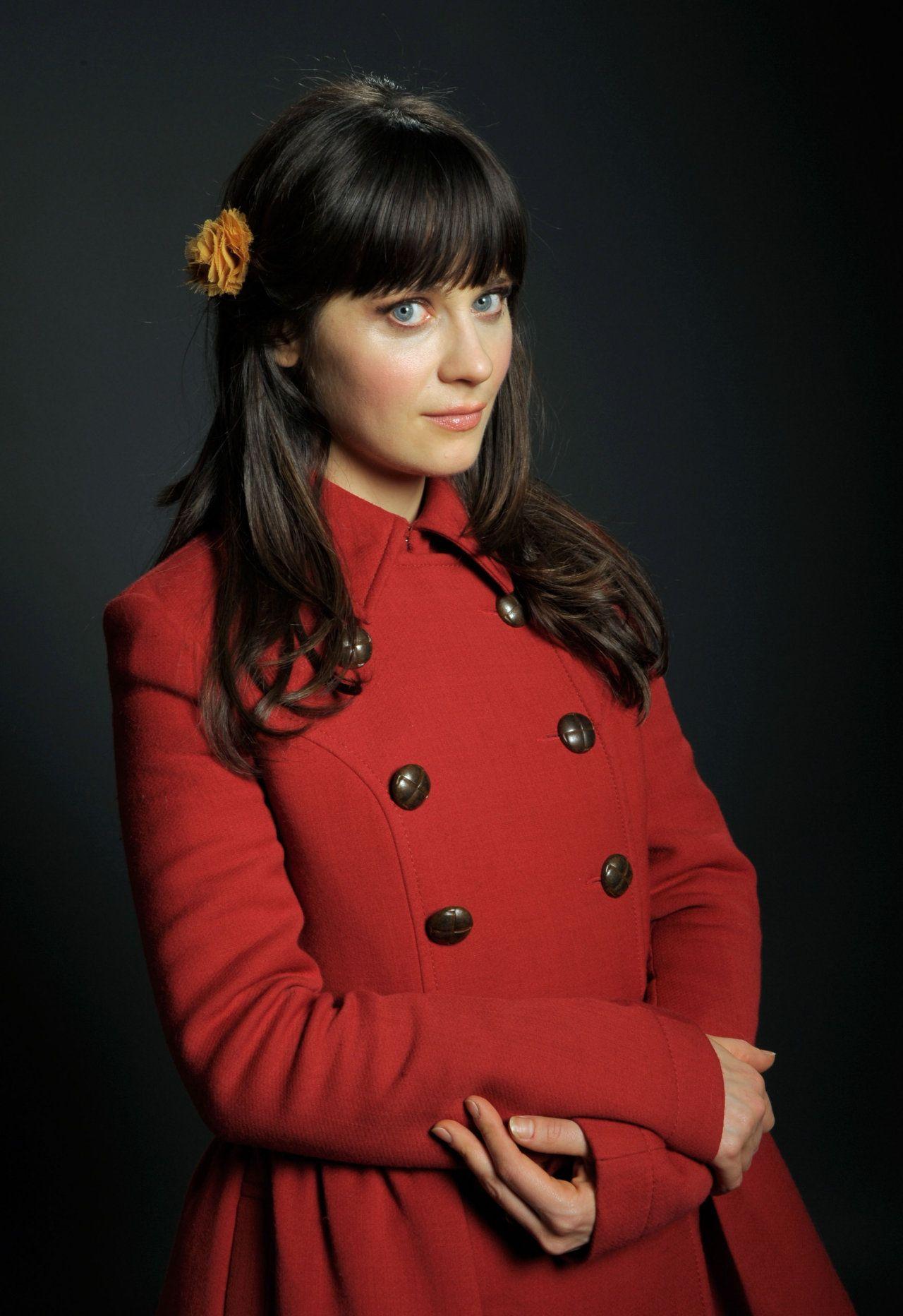 I heart pea coats! Zooey deschanel, Celebrity pictures