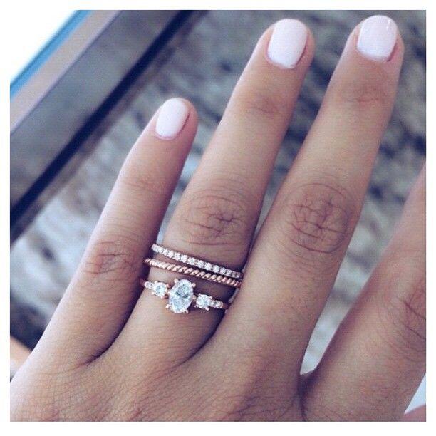 Eheringe rotgold am finger  36 atemberaubende Verlobungsringe aus Rotgold | Verlobungsring ...