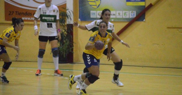 Un fuerte golpe en la nariz impide a Davinia López terminar la sesión