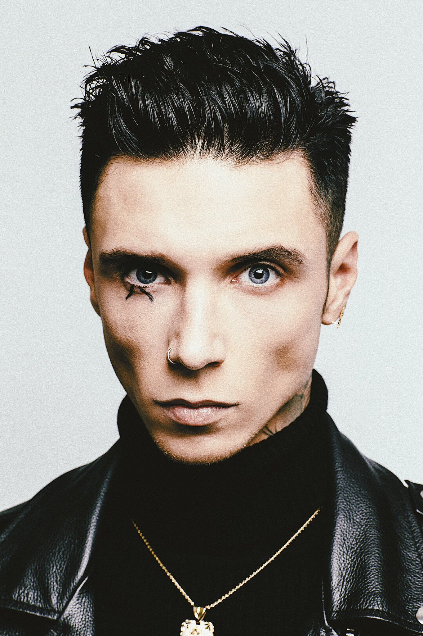 Andy Biersack on | Andy black, Andy biersack, Black veil ...