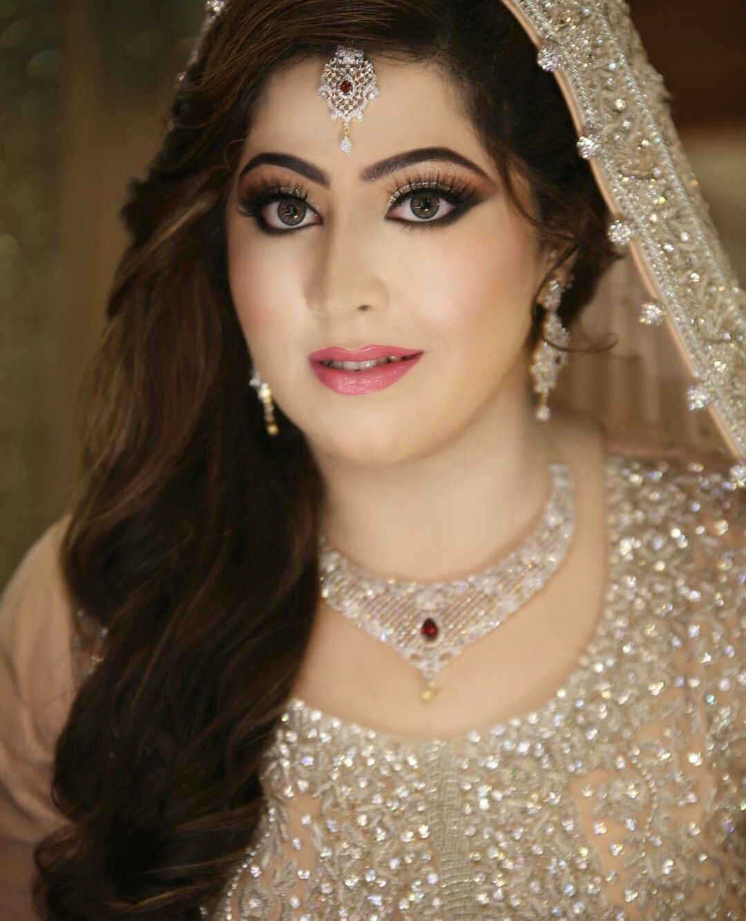 Wedding Hairstyle For Chubby Face: Pakistani Bridal Hairstyles For Round Faces