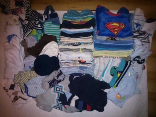 verkaufe unterschiedliche größen an Babybekleidung in