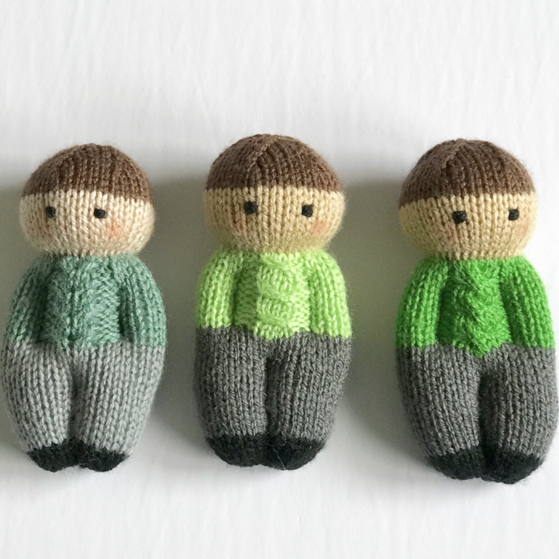 This pattern is adapted from the Izzy Doll patterns available freely online for charity knitting. The pattern is free for personal use, not for sale or profit. #knitteddollpatterns